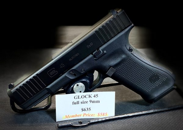 The compact crossover pistol G45 in 9x19mm combines a compact slide with a full-size frame.